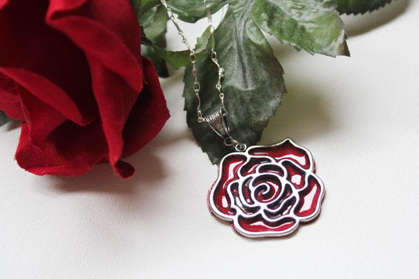 Beautifully Bloomed Rose DIY Necklace