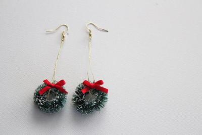 Powdered Snow Wreath Diy Earrings Allfreejewelrymaking Com