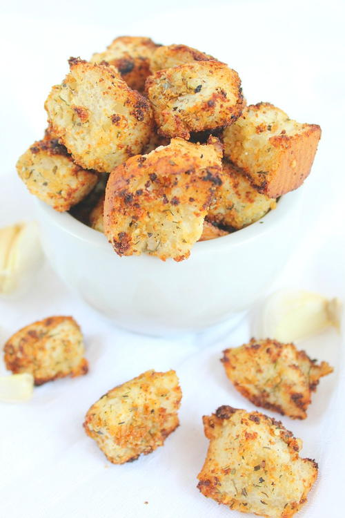 Simple Homemade Garlic-Herb Croutons