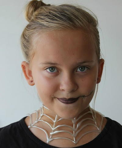 Easy Hot Glue Gun Halloween Necklaces