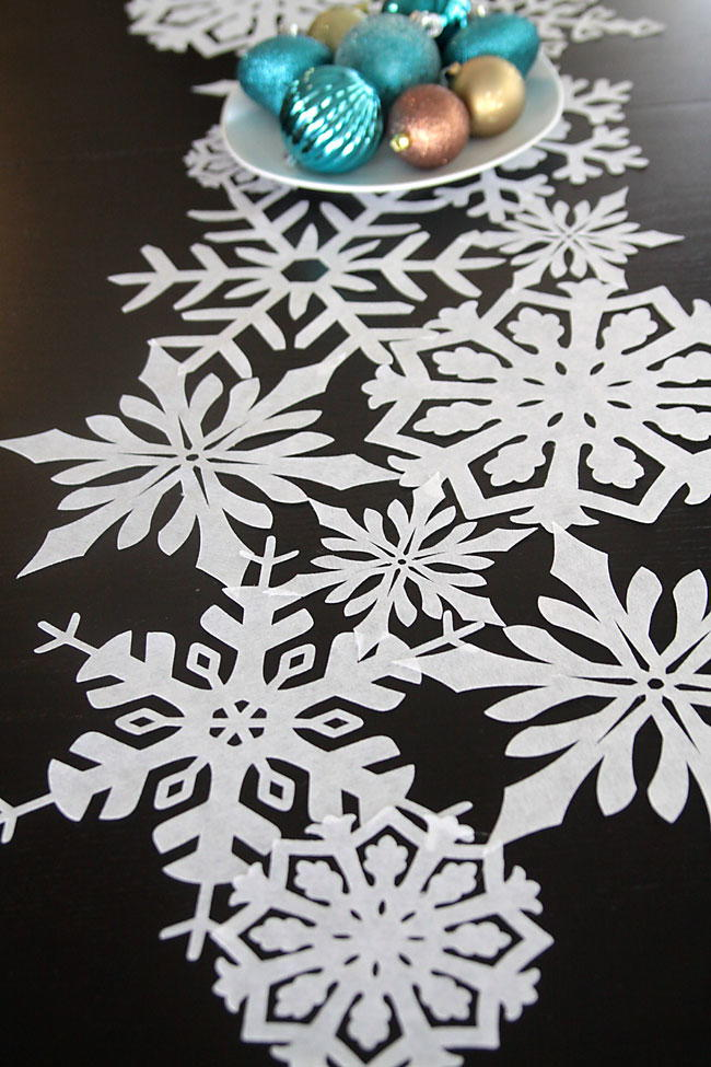 snowflake diy table runner. Black Bedroom Furniture Sets. Home Design Ideas