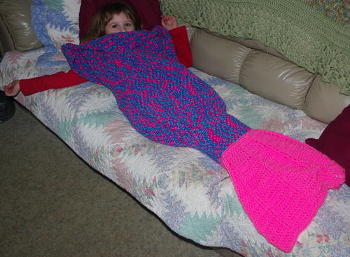 Fin-tastic Crochet Mermaid Tail Blanket