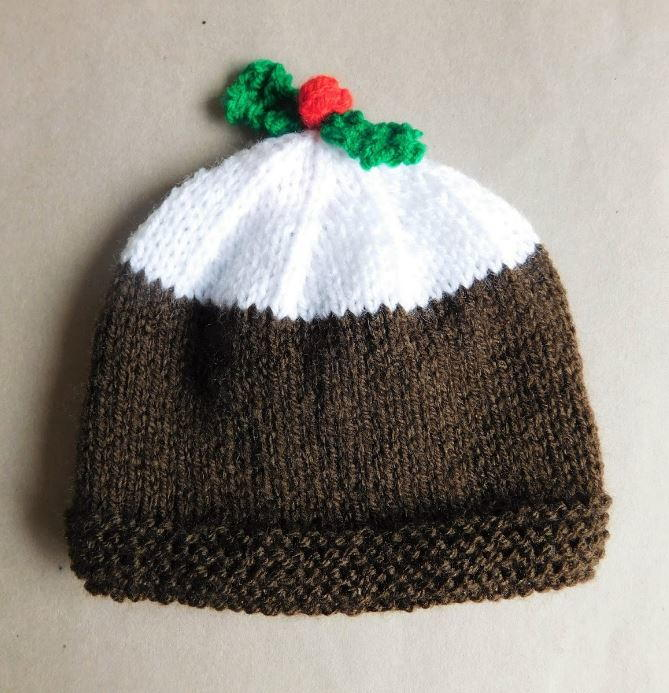 Knitting Pattern For Xmas Pudding Jumper : Christmas Pudding Baby Hat AllFreeKnitting.com
