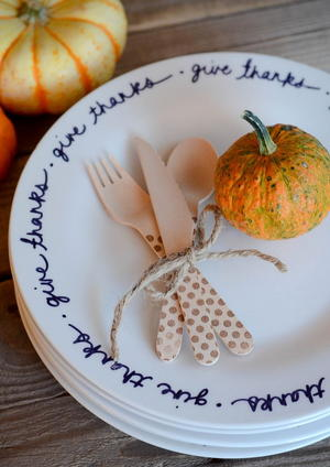 Lovely Thanksgiving DIY Plates