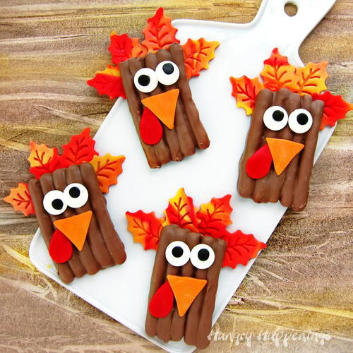 Turkey pretzel thanksgiving treats for Simple fall crafts for kids