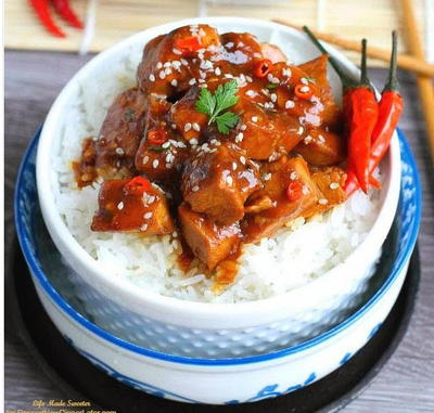 Slow Cooker Chili Chicken with Sriracha