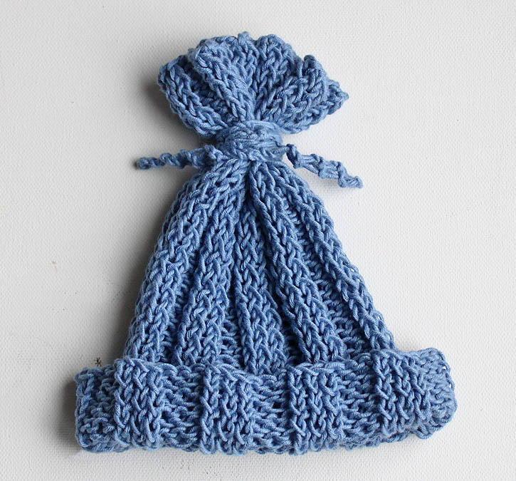 Ridiculously Easy Hyacinth Baby Hat | AllFreeKnitting.com