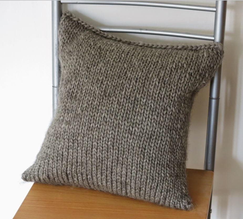 Simple Seamless Cushion Cover | AllFreeKnitting.com