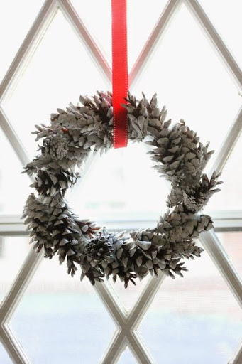 Chalky Pine Cone DIY Christmas Wreath