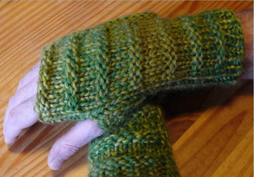 Knitting Pattern For Chunky Wool Mittens : Chunky Mens Fingerless Gloves AllFreeKnitting.com
