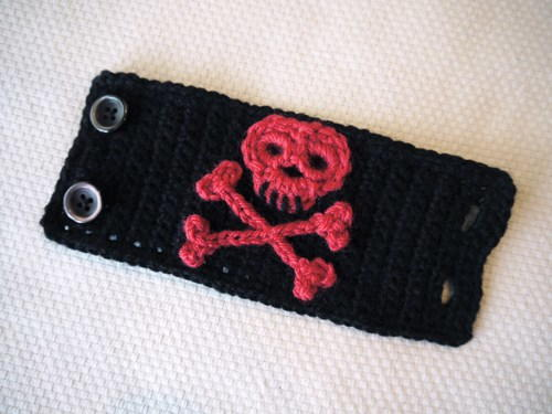 All Free Crochet Crochet Men s Skull Scarf Pattern : Skull Scarf Crochet Pattern AllFreeCrochet.com