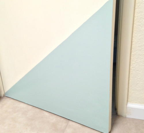 How to Paint a Color Accent On a Door