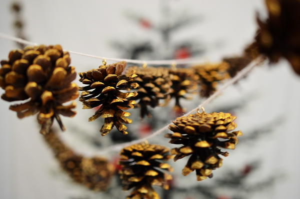 Gilded Pine Cone Garland