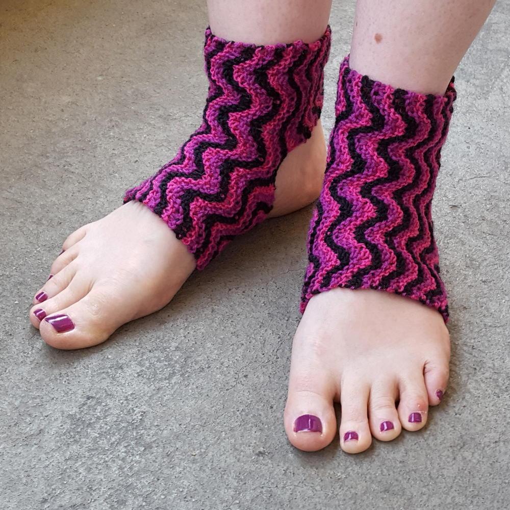 Bitilasana Yoga Socks AllFreeKnitting.com