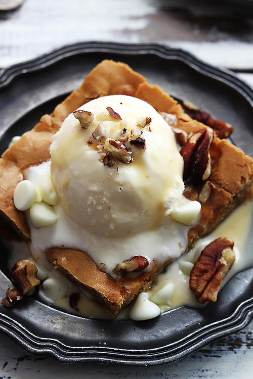 Applebees Copycat Maple Nut Blondie with Cream Sauce