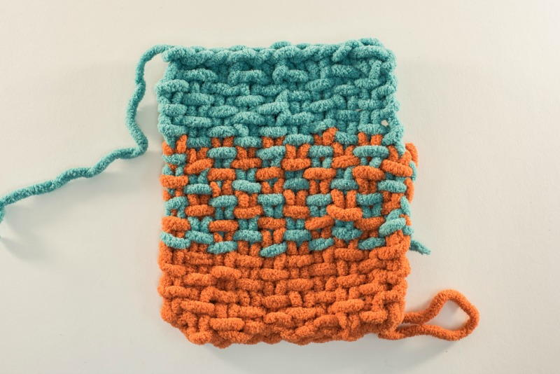 How to Knit a Two Color Linen Stitch AllFreeKnitting.com