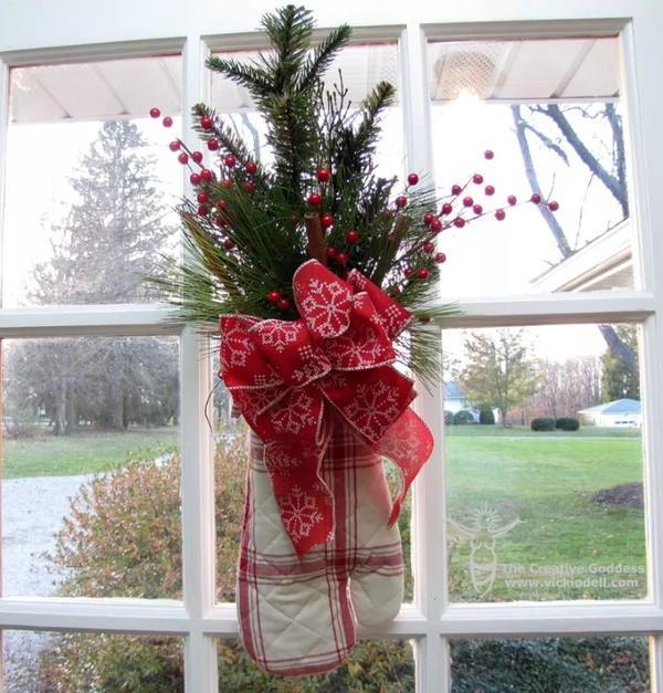 Creative DIY Christmas Wreath Alternative