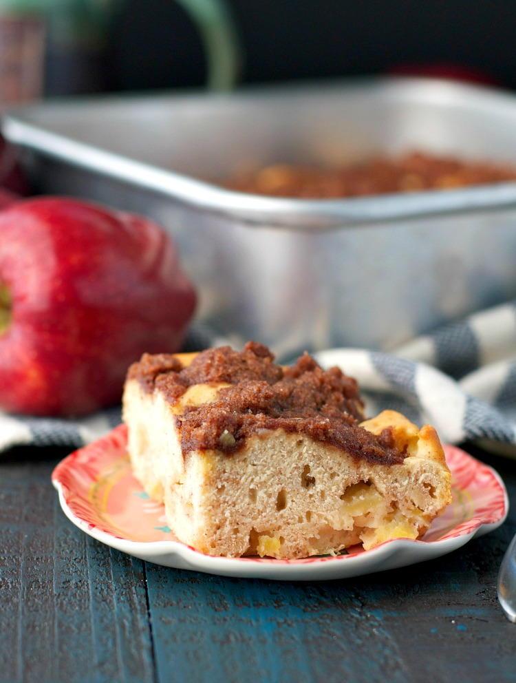 Mom's Easy Apple Coffee Cake | RecipeLion.com