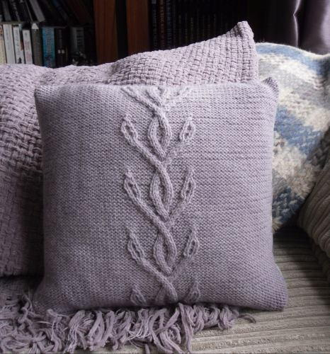 Knitting Patterns For Cushions And Throws : Viney Cables Knit Pillow AllFreeKnitting.com