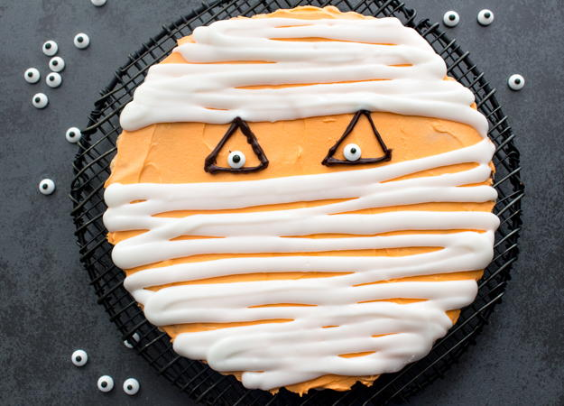 Halloween Mummy Giant Chocolate Chip Cookie Recipelion Com