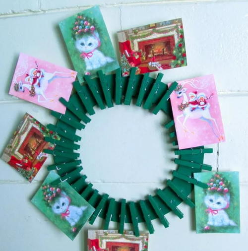 Attractive DIY Christmas Card Holder Wreath