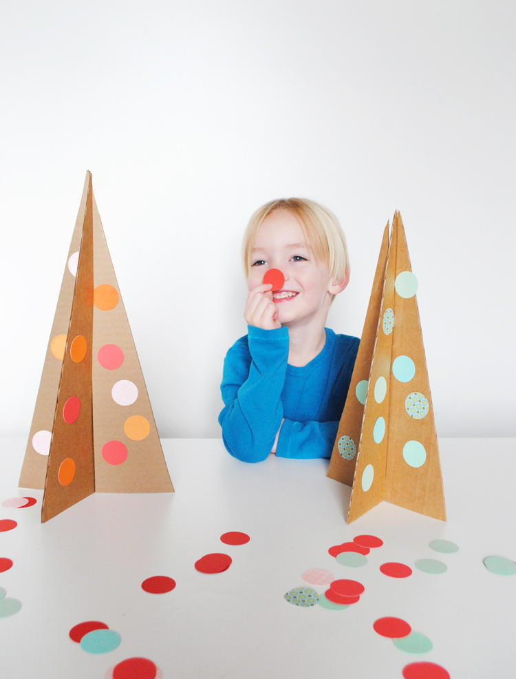Simple cardboard christmas tree for All free holiday crafts