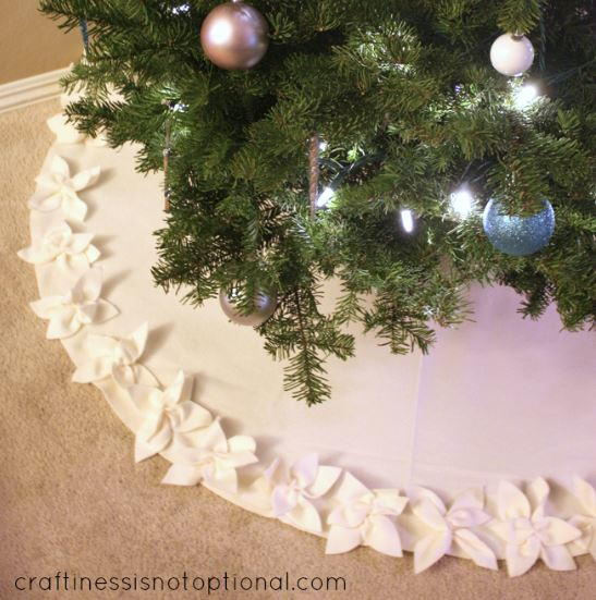 Classy Christmas Poinsettia Tree Skirt Allfreesewing Com