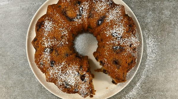 Addictive Amish Applesauce Cake