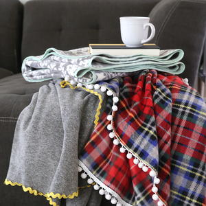 Easy Fleece Blankets Tutorial