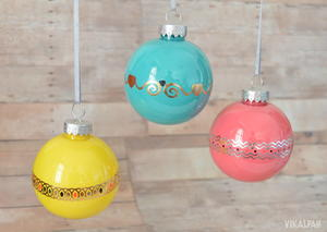 DIY Christmas Ornaments Using Temporary Tattoos