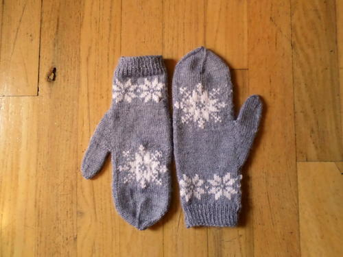 """Frozen"" Inspired Mittens"