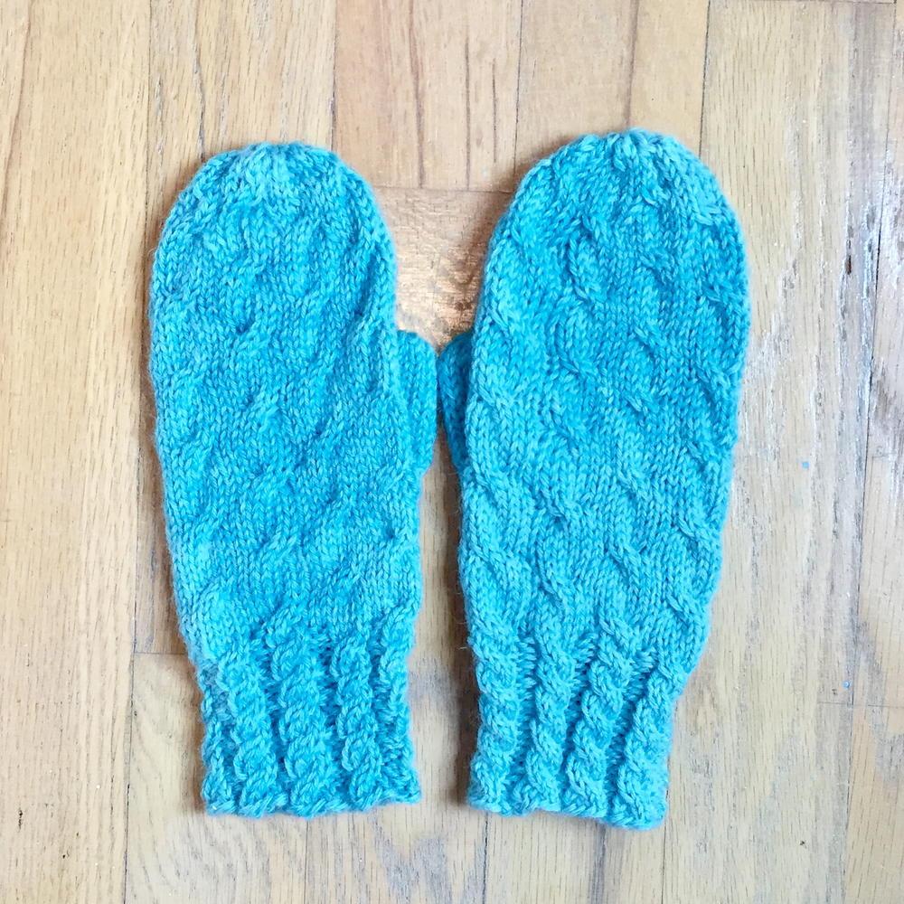 Loom Knitting Mittens Free Patterns : Very Cabley Mittens AllFreeKnitting.com