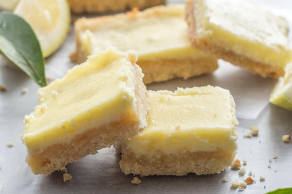 Lemon Cheesecake Bars | TheBestDessertRecipes.com