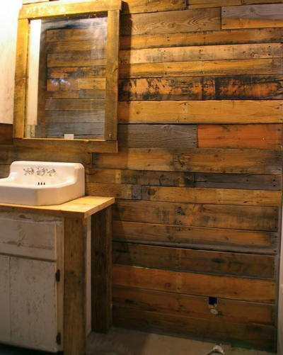 Covering Walls with Pallet Wood