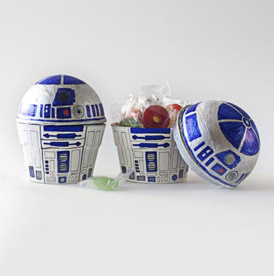 R2-D2 Treat Box Decoration Idea