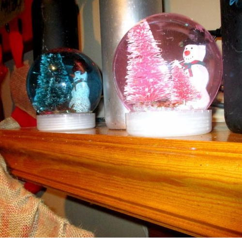 Super Fast DIY Christmas Snow Globes