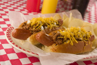 Old-Fashioned Chili Dogs