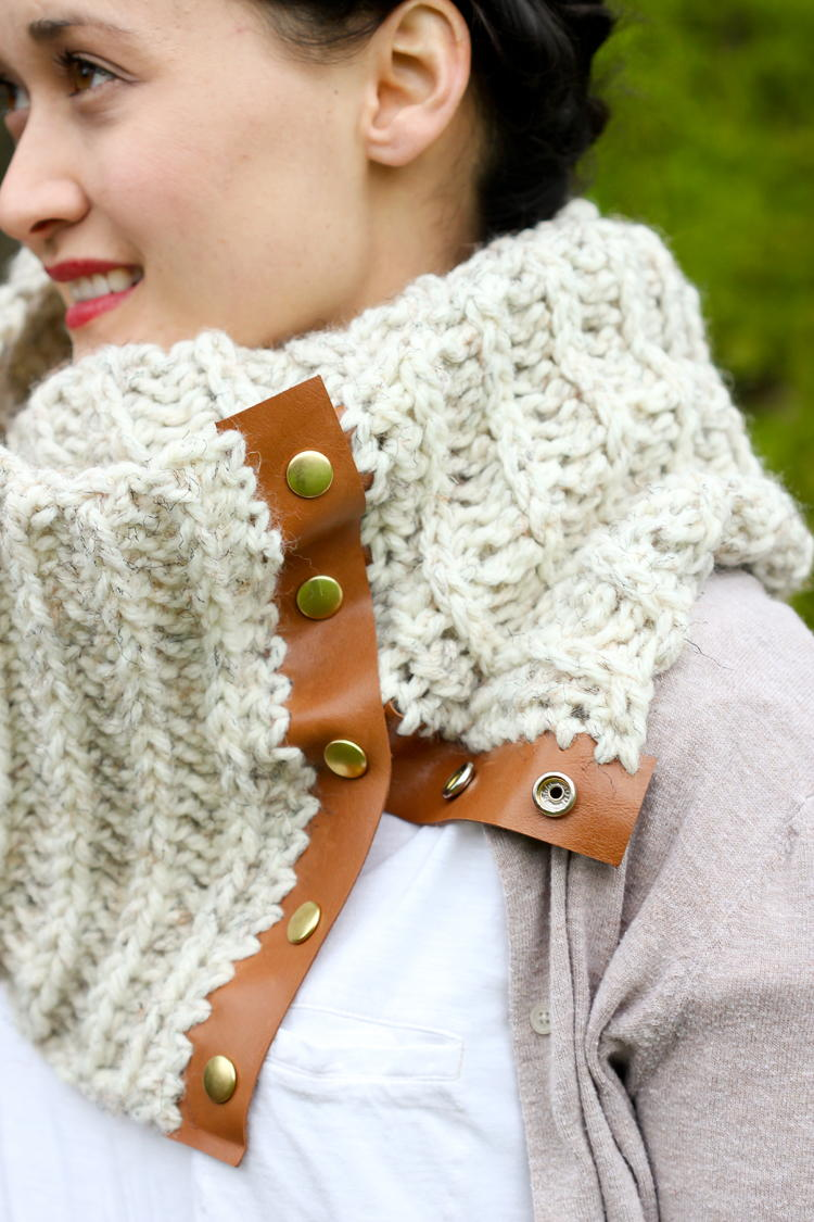 Chunky Crochet Scarf With Leather Snaps Allfreecrochet Com