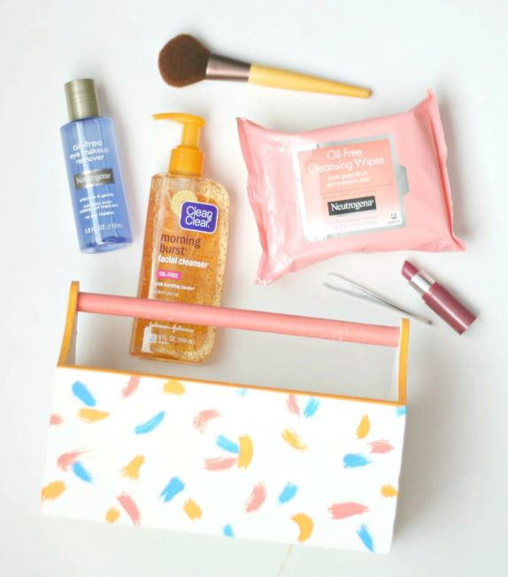 Adorable DIY Makeup Caddy