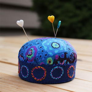 A Lovely Pincushion from a Mayonnaise Jar Lid