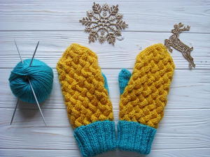 Wicker Swedish Cable Mittens