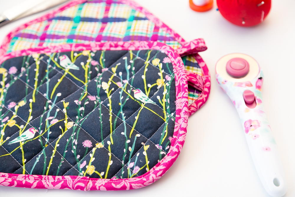 Easy Diy Pot Holders Pattern And Tutorial Favequilts Com