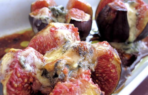 Baked Figs with Blue Cheese