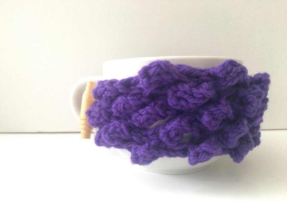 Knitting 3 Stitch Bobble : Be So Brave Knit Bobble Stitch Coffee Mug Cozy AllFreeKnitting.com