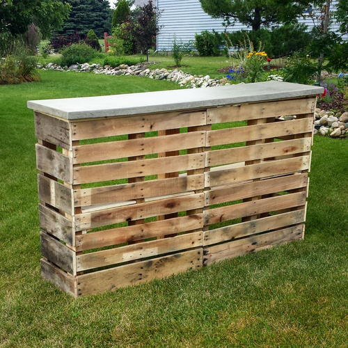 Nifty DIY Pallet Patio Bar