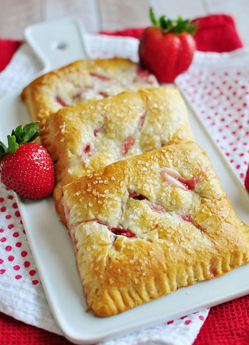 Easy Strawberry Cream Cheese Crescent Roll Pastries