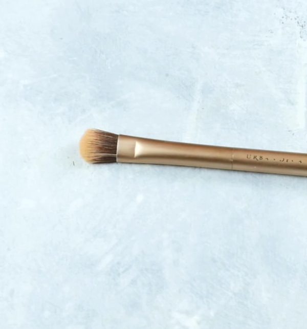 Makeup Brushes 101 - Types of Brushes for Your Makeup - Flat Top Shader Brush