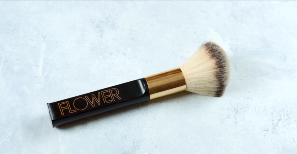 Makeup Brushes 101 - Types of Brushes for Your Makeup - Powder Brush