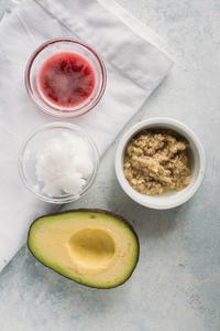 DIY Anti-Aging Face Mask with Avocado