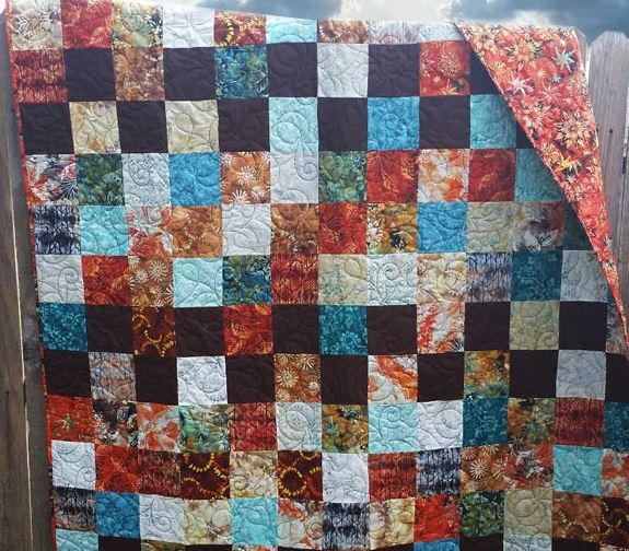 Weeknight Gold Charm Pack Quilt Pattern Favequilts Com